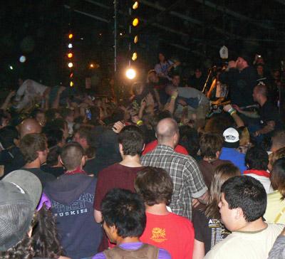 Attonito IN crowd