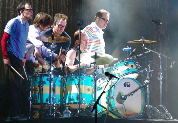 everyone on drums!