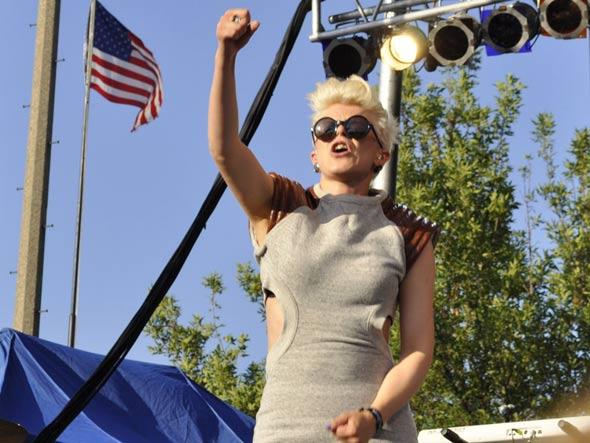 Robyn #1! U.S.A. #1!