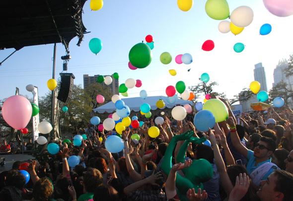 Matt & Kim & balloons