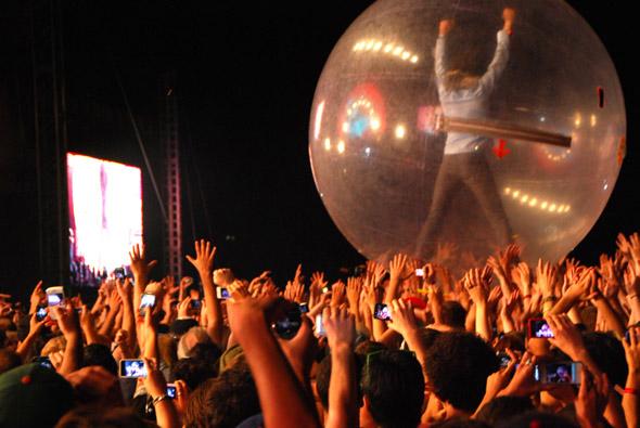Wayne rides the crowd