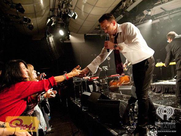 Scott Weiland & crowd
