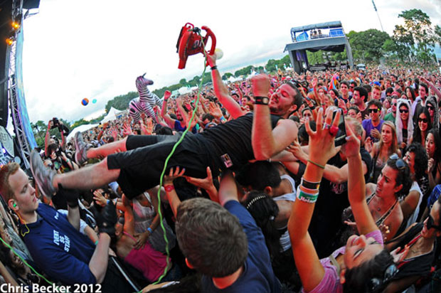 crowd-surfing streamer-shooter