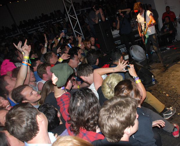 crowd at Japandroids