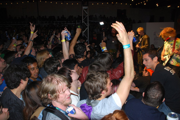 crowd at Wavves