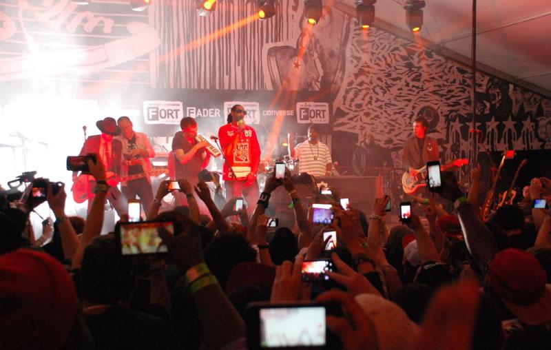 Damon & Del & Snoop & fans