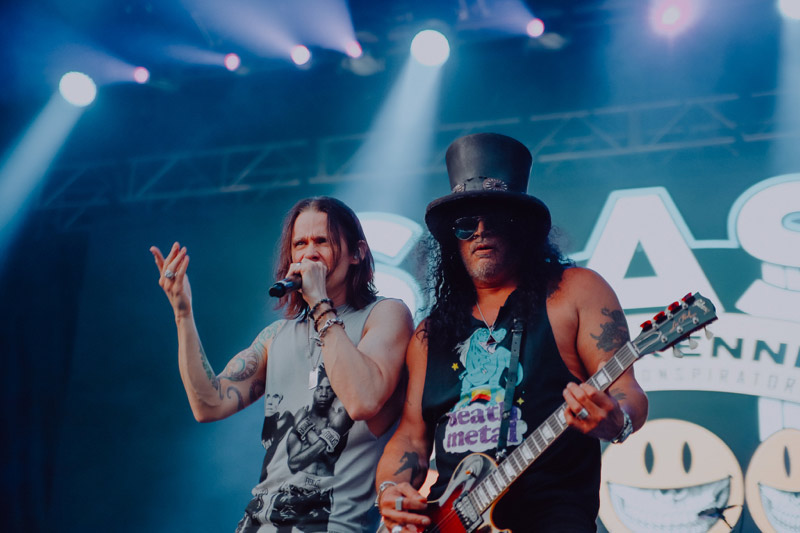 Slash featuring Miles Kennedy & The Conspirators