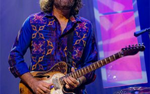 """Tab Benoit – """"One Foot In the Bayou"""" (Live)"""