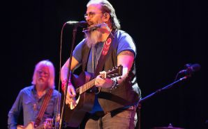 Steve Earle & The Dukes : Live
