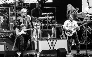 Daryl Hall & John Oates & Squeeze